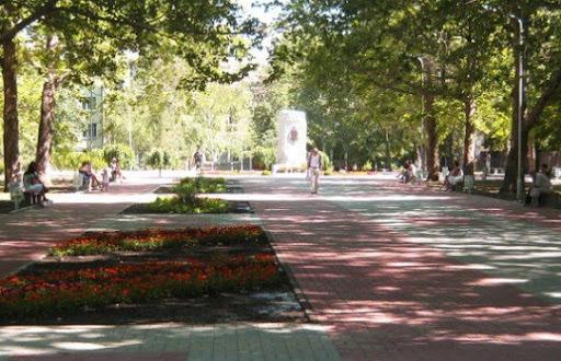Площадь Свободы в Александровском районе