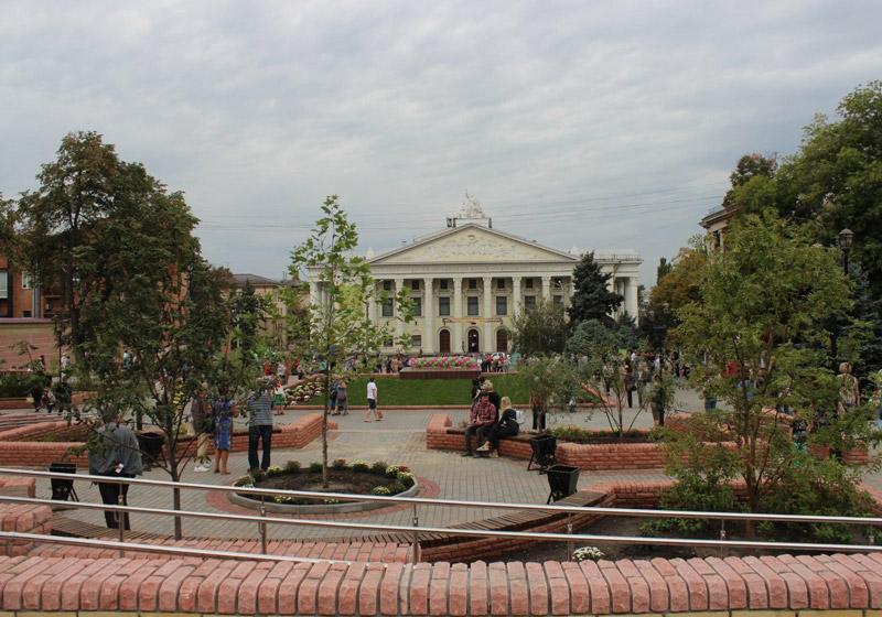 Площадь Театральная в Запорожье