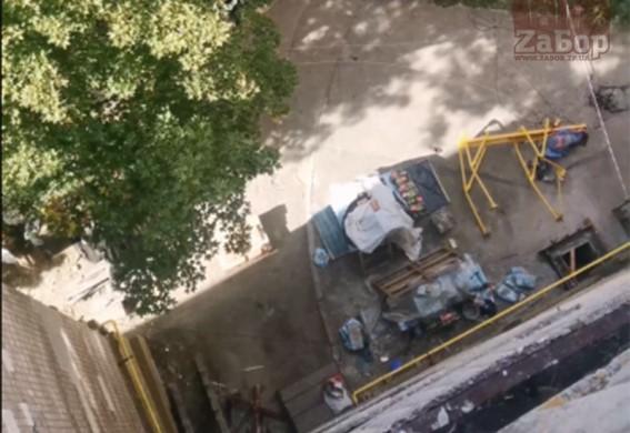 В Запорожье в ЗНУ строитель сорвался с высоты и разбился насмерть (видео 18+)