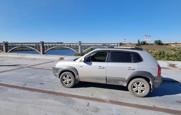 Тест-драйв: по строящемуся вантовому мосту в Запорожье проехался автомобиль (фото)