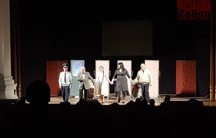 В Запорожье на спектакль с Русланой Писанкой пускали только с ковидными сертификатами или тестами на коронавирус (фото)