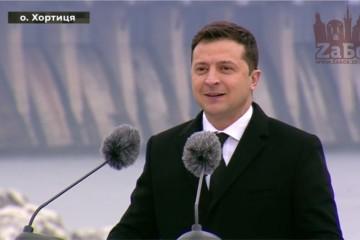 Владимир Зеленский рассказал, что 700-летний Запорожский дуб является символом стойкости и находится он на Хортице