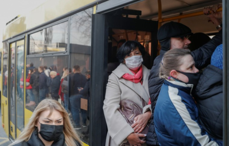 По всей Запорожской области вводят ограничения на пассажирские перевозки: теперь только по ковид-сертификату или отрицательному тесту