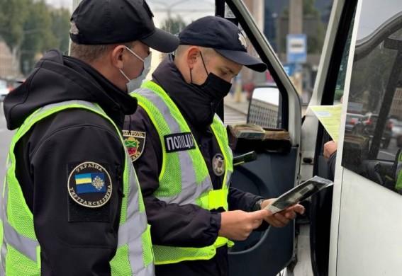 Ответственность за отсутствие ковид-сертификатов в транспорте возложили на плечи пассажиров: штраф - от 17 тысяч гривен
