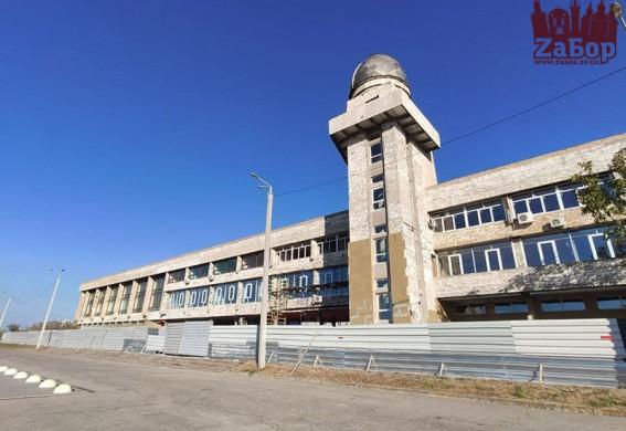 В Запорожье идет масштабная реконструкция экс-Дворца пионеров: он полностью меняет свой внешний вид (фото, видео)