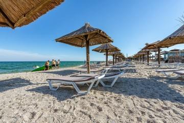 Известный блогер оценил отдых на Запорожском курорте: атака морских блох и высокие цены