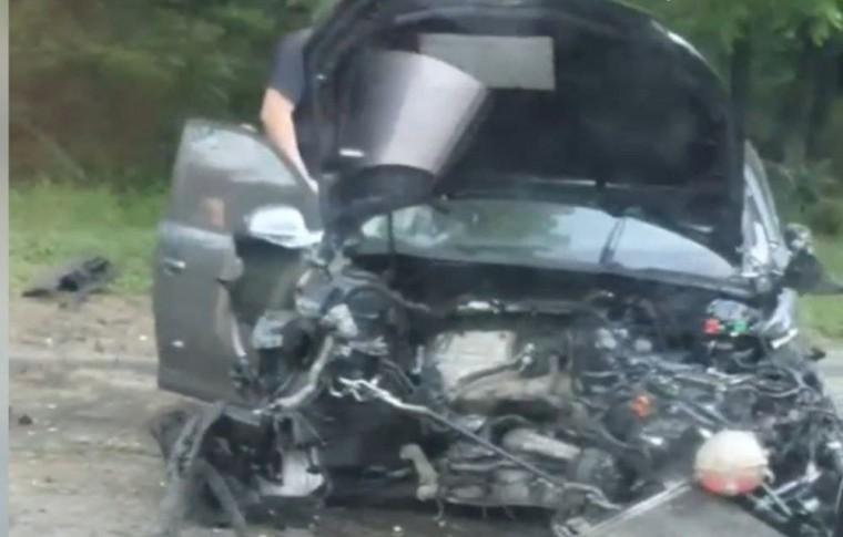 В Запорожье серьезное ДТП: одну машину, буквально, разорвало (видео)