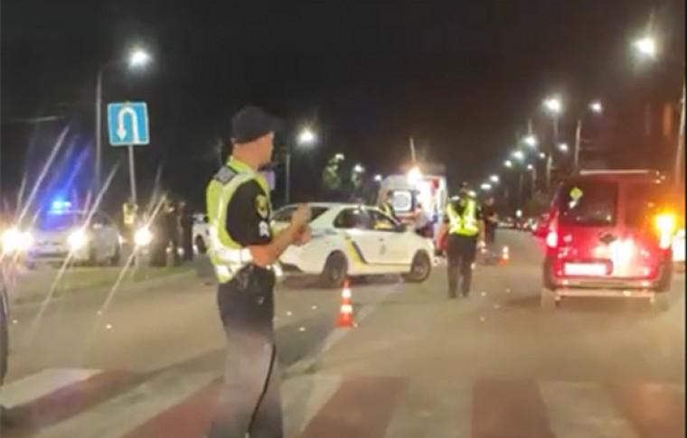 В Запорожье в районе Центрального пляжа на переходе сбили женщину и ребенка: подробности, видео