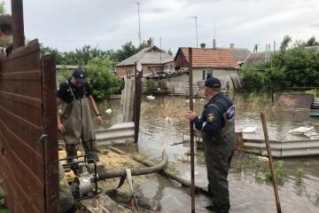 Последствия непогоды в Запорожской области: застрявшие машины, подтопленные дома и курортные поселки (фото, видео)
