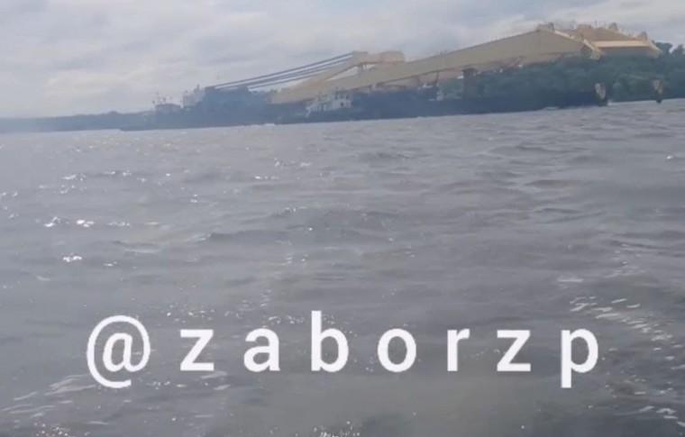 """В Запорожье вернулся плавкран """"Захарий"""" (видео)"""