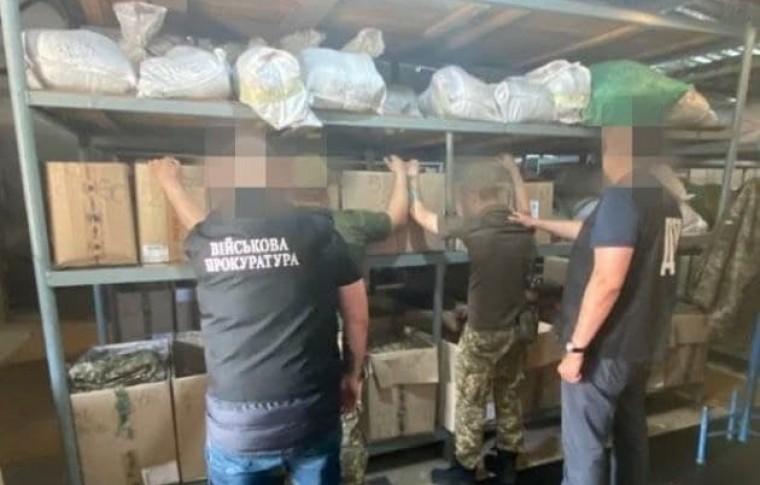 В Запорожье военнослужащие продавали краденые: каски и бронежилеты (ФОТО)