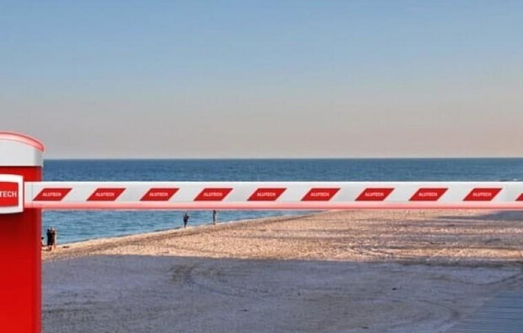 На Запорожском курорте, после торжественного сноса шлагбаума...снова перекрыли доступ к пляжу