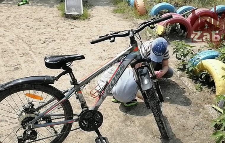 В Запорожье у ребенка украли велосипед (фото, видео)