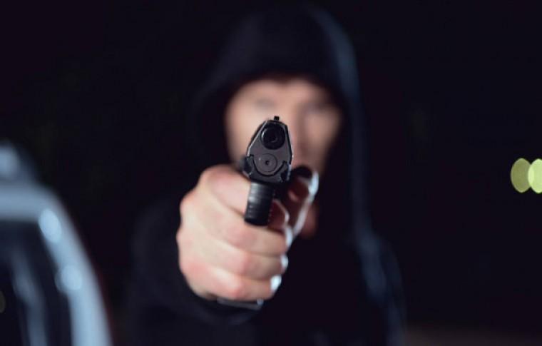 В Запорожской области вооруженный мужчина напал на аптеку (фото)
